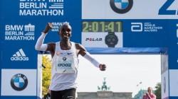 Keniano Kipchoge, plusmarquista en maratón, candidato a mejor atleta del año