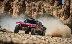 """Sainz, ante decisiva etapa para ganar el Dakar: """"Las canas también sirven"""""""