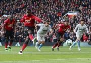 Manchester United gana con goles de Pogba y sigue en la lucha por Europa