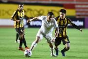 Barcelona cayó en Bolivia, pero sigue liderando su grupo
