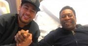 Pelé recibe la visita de Neymar en el hospital de París donde está internado