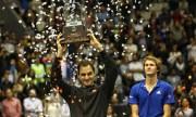 Federer da una divertida cátedra de tenis y vence al alemán Zverev en Quito