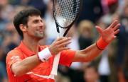 Djokovic impasible, Thiem irregular