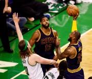(102-135) James, más puntos que Jordan, y Cavaliers vuelven a Finales de la NBA