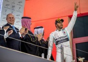 Hamilton triunfa en Baréin y Bottas sigue líder