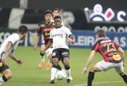 Un tiempo para Cazares en empate del Corinthians