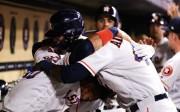 La conexión cubana de Astros hace historia; Mellizos ganan duelo a Yanquis (Resumen)
