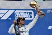 Hamilton gana en Sochi; Sainz, sexto