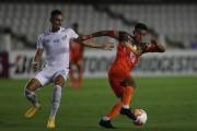(1-0) Santos gana y afianza su liderato en el silencio de Vila Belmiro