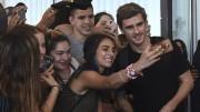 Griezmann llega a Uruguay para la boda de Godín y destaca su cariño al país