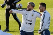 Scaloni confirma a Messi y Agüero