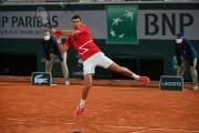Djokovic sufre para acudir a la cita con Nadal en la final de Roland Garros
