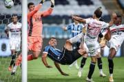 Arboleda fue titular en empate de Sao Paulo