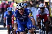 Viviani se estrena en el Tour y Alaphilippe sigue de amarillo