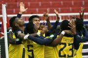 (6-1) Ecuador gana por tercera vez seguida y golea a una deslucida Colombia