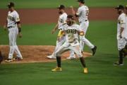 Marlins dan la sorpresa con barrida; Padres también van a serie de División (Resumen)