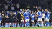Ultras del Nápoles critican a los futbolistas antes del entrenamiento