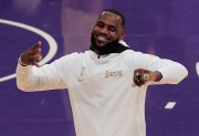 Los Lakers reciben sus anillos de campeones