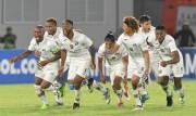 Hinchada de Deportivo Cuenca no quiere dejar solo a su equipo en Quito