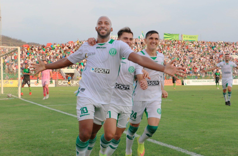 La 'Capira' podría perder los puntos de la última fecha por alineación indebida, si sancionan a los manabitas, los de Vinces ganan el cupo a playoffs en la Serie B