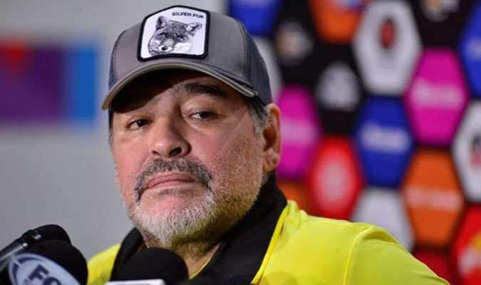 El argentino insinuó que hay una campaña contra él y dejó entrever que se irá al terminar el torneo porque le está haciendo mal al equipo
