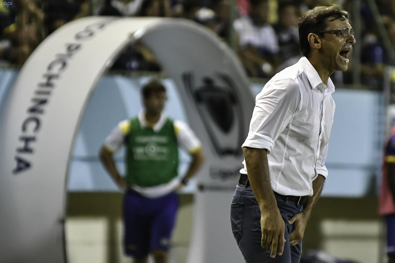 """Fabián Bustos analizó lo que serán los play-offs de la LigaPro y dijo que le """"extraña"""" que Emelec no esté metido entre los ocho mejores"""