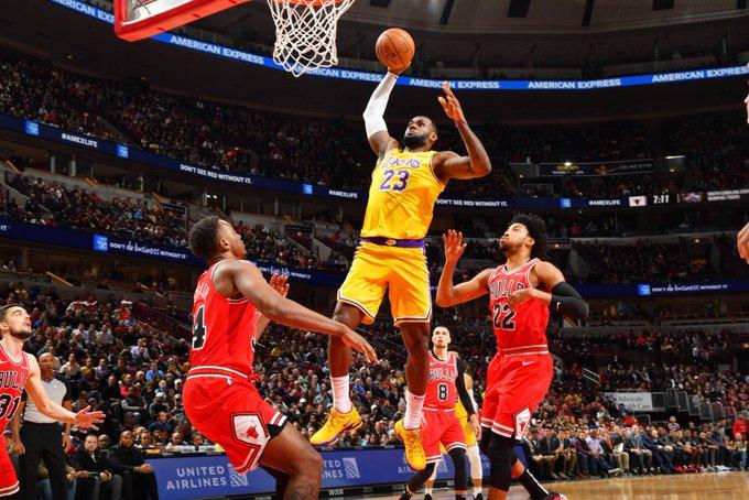 La aportación individual de James le permitió también a Los Angeles Lakers conseguir el sexto triunfo consecutivo y tener la mejor marca de la liga