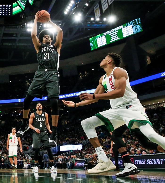 Antetokounmpo volvió a brillar de manera especial en la jornada de la NBA y lideró a los Bucks de Milwaukee a un nuevo triunfo y tener ya la mejor marca de la liga