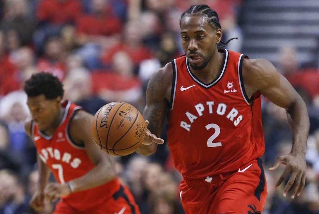 El alero Kawhi Leonard volvió a ser el líder encestador de los Raptors al conseguir 36 puntos y nueve rebotes que los guió al triunfo de 113-102 ante los Sixers