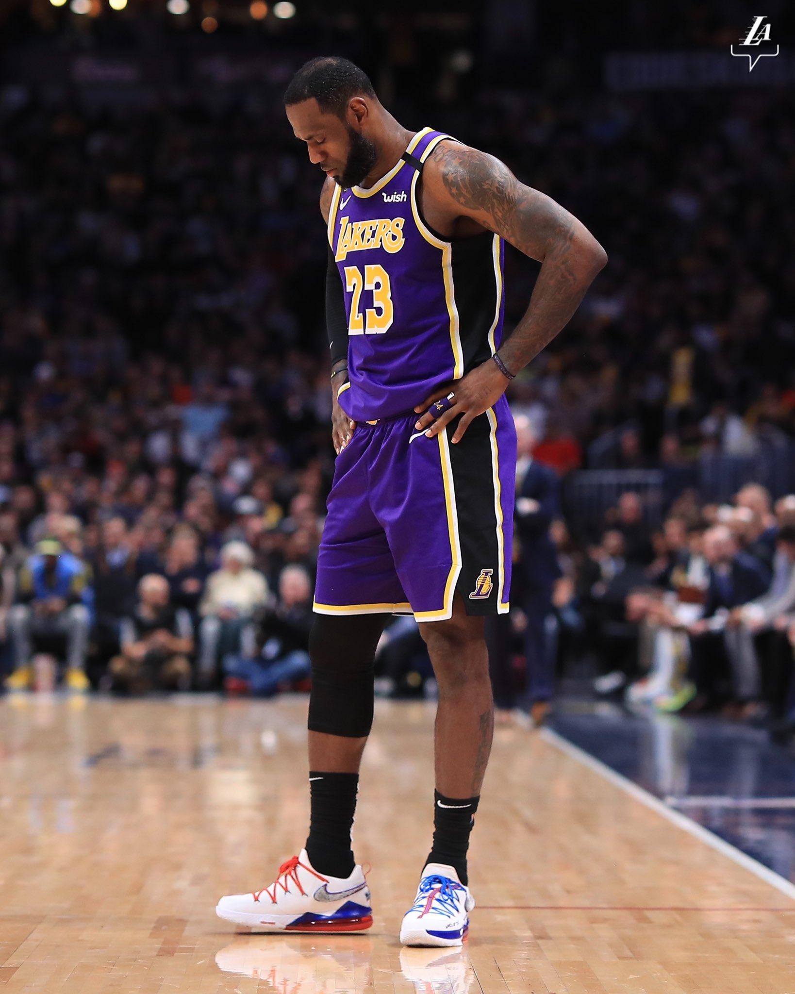 James aportó triple-doble dirigiendo el ataque de los Lakers de Los Ángeles, que ganaron a domicilio por 116-120 en el tiempo de prórroga a los Nuggets de Denver