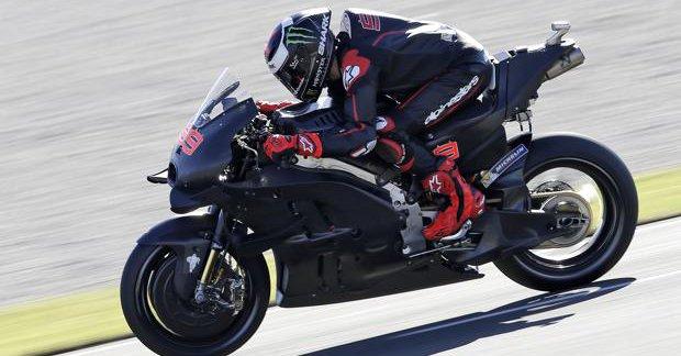 El español fue bicampeón del mundo en la categoría de 250cc en 2006 y 2007, y tricampeón del mundo de MotoGP en 2010, 2012 y 2015