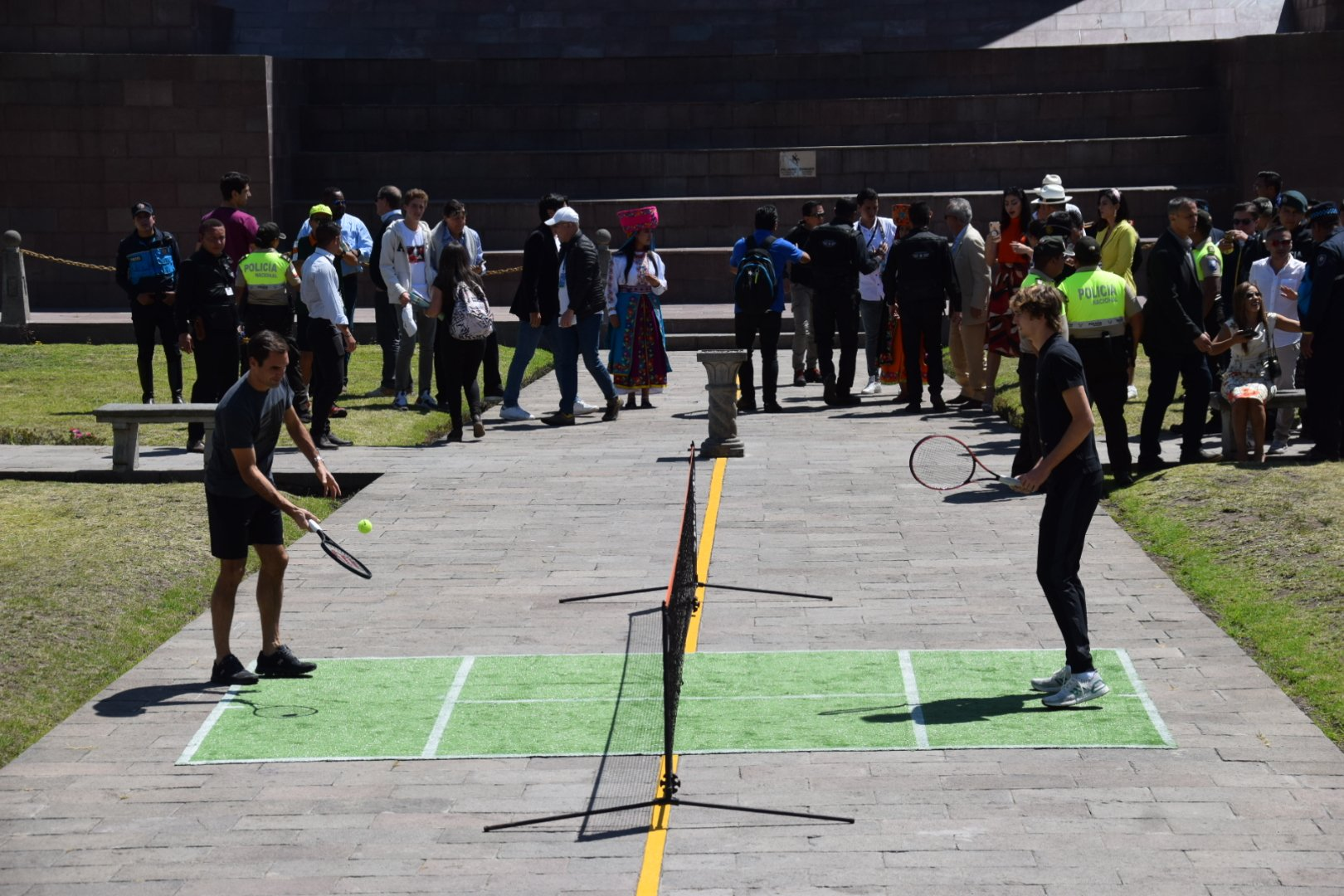 En Ecuador los tenistas cierran su gira, el partido de exhibición será esta noche en el Coliseo General Rumiñahui