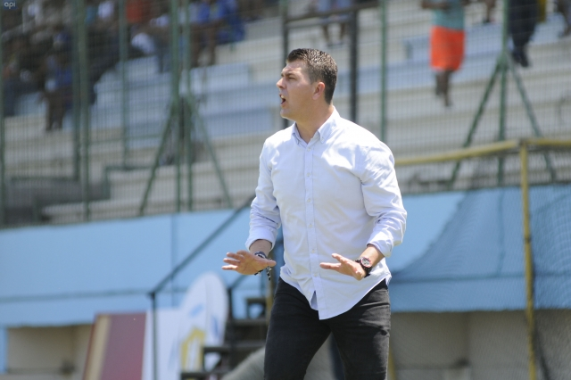Ismael Rescalvo analizó el debut 'rayado' ante Deportivo Cuenca