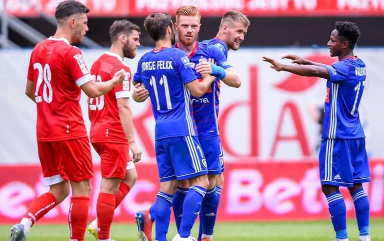 Joel Valencia fue parte del gol que deja la llave abierta al Piast Gliwice para calificar al cuadro principal de la Champions League