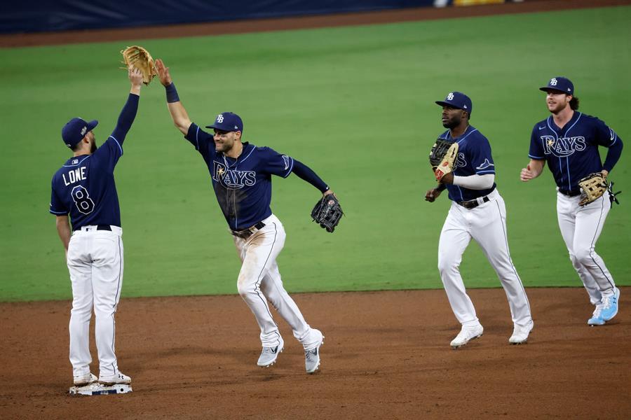 Con algunas sorpresas, se iniciaron las series divisionales de la MLB