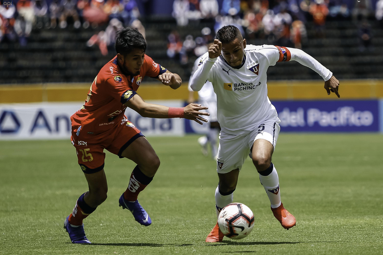 Cuatro goles y dos expulsados en un partido emocionante entre El Nacional y LDU.