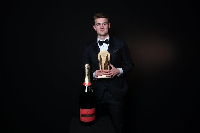 Además, el defensor procedente del Ajax quedó en la decimoquinta posición de la clasificación del Balón de Oro