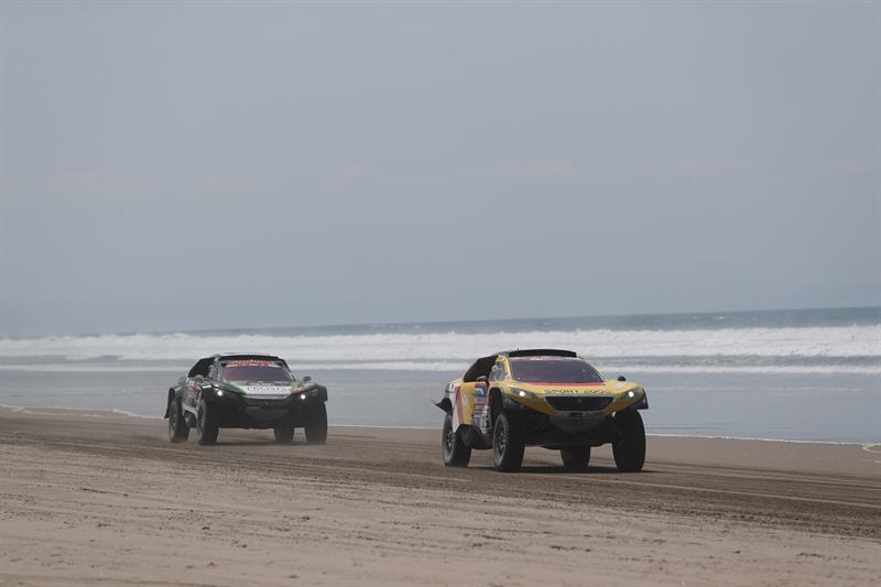 El Dakar llega así a la jornada de descanso con 77 vehículos fuera de competición de los 334 que tomaron la salida el lunes 7 de enero en Lima
