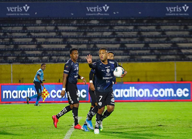 Gabriel Torres marcó de penal la única del partido