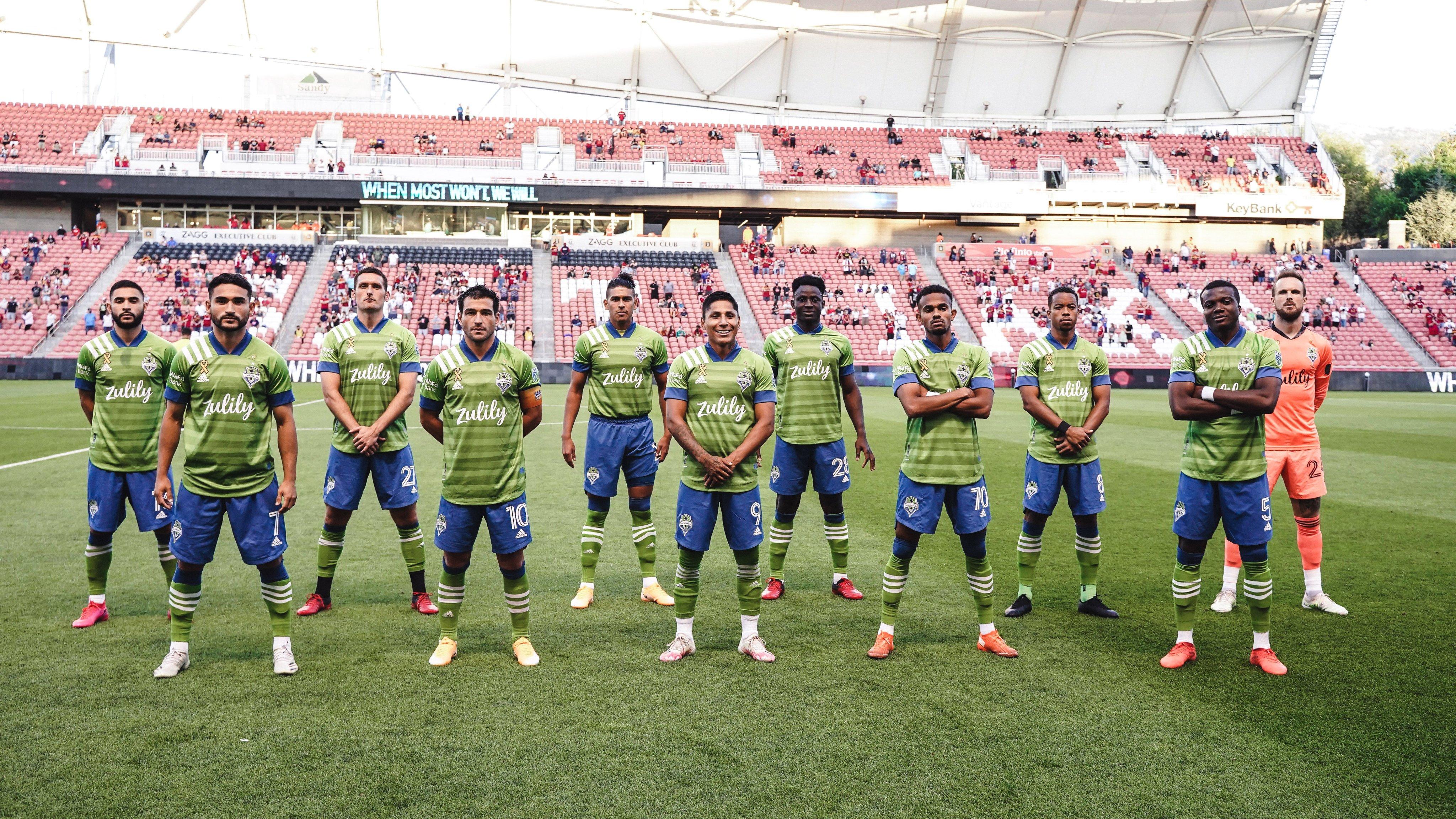 El zaguero ecuatoriano disputó todo el encuentro y vio una tarjeta amarilla