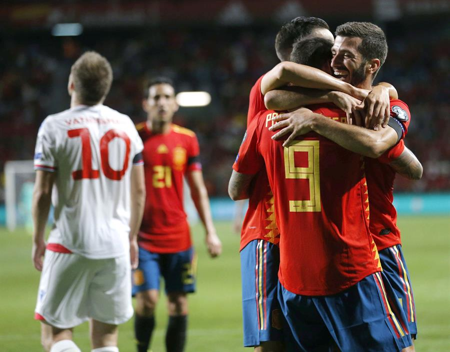 Los favoritos toman ventaja en las eliminatorias rumbo a la próxima Eurocopa
