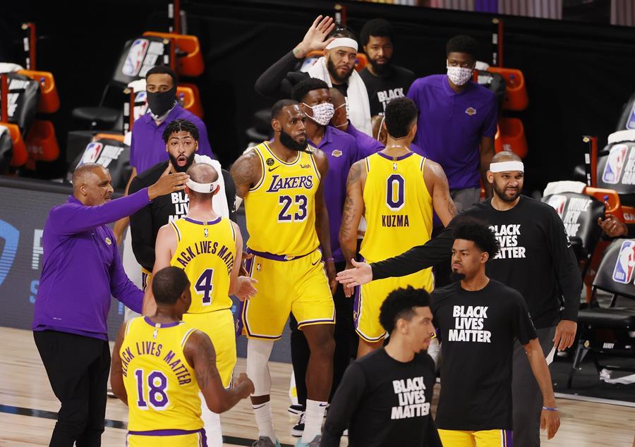 Jazz y Lakers salieron airosos en el primer día de juegos en Orlando