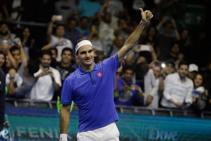 """""""Mirka y yo hemos decidido personalmente donar un millón de francos suizos para las familias más vulnerables de Suiza"""", dijo el tenista"""