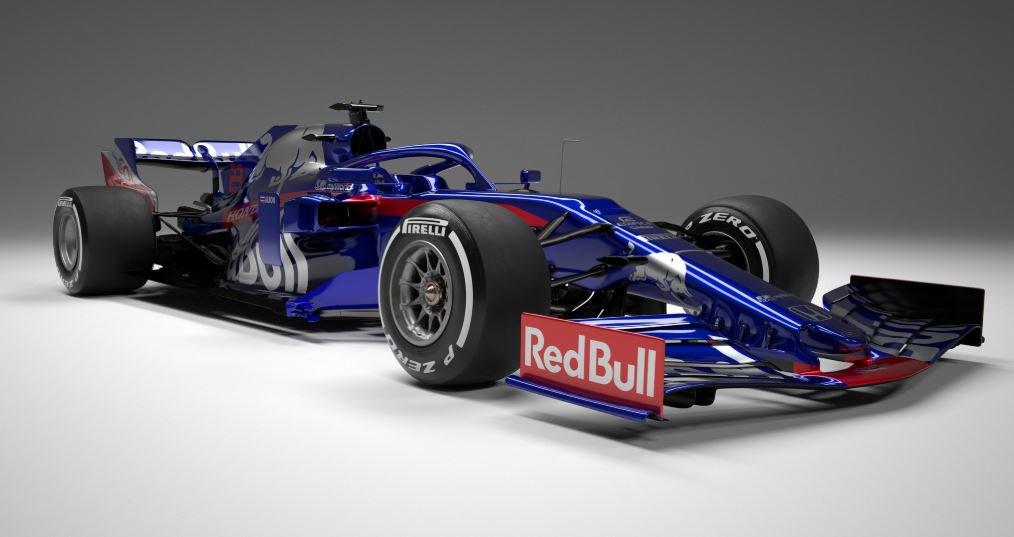 El Toro Rosso STR14 motorizado por Honda presenta un aspecto diferente para adaptarse a las restricciones aerodinámicas introducidas este año