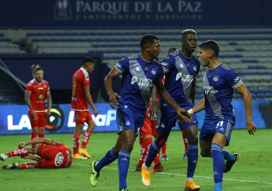 Los azules aprovecharon el traspié de Barcelona en Ambato