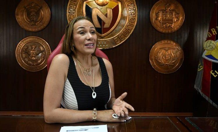 """Lucía Vallecilla manifestó que conversarán con el directorio de la FEF para que la """"Tri"""" siga jugando en el estadio Atahualpa"""