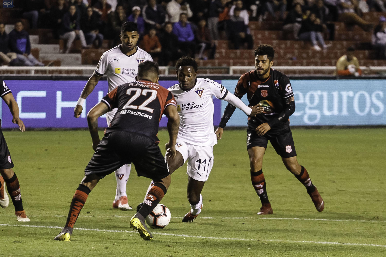 Una desconectada Liga de Quito no pudo superar a un cuidadoso Técnico Universitario que suma a fecha seguida
