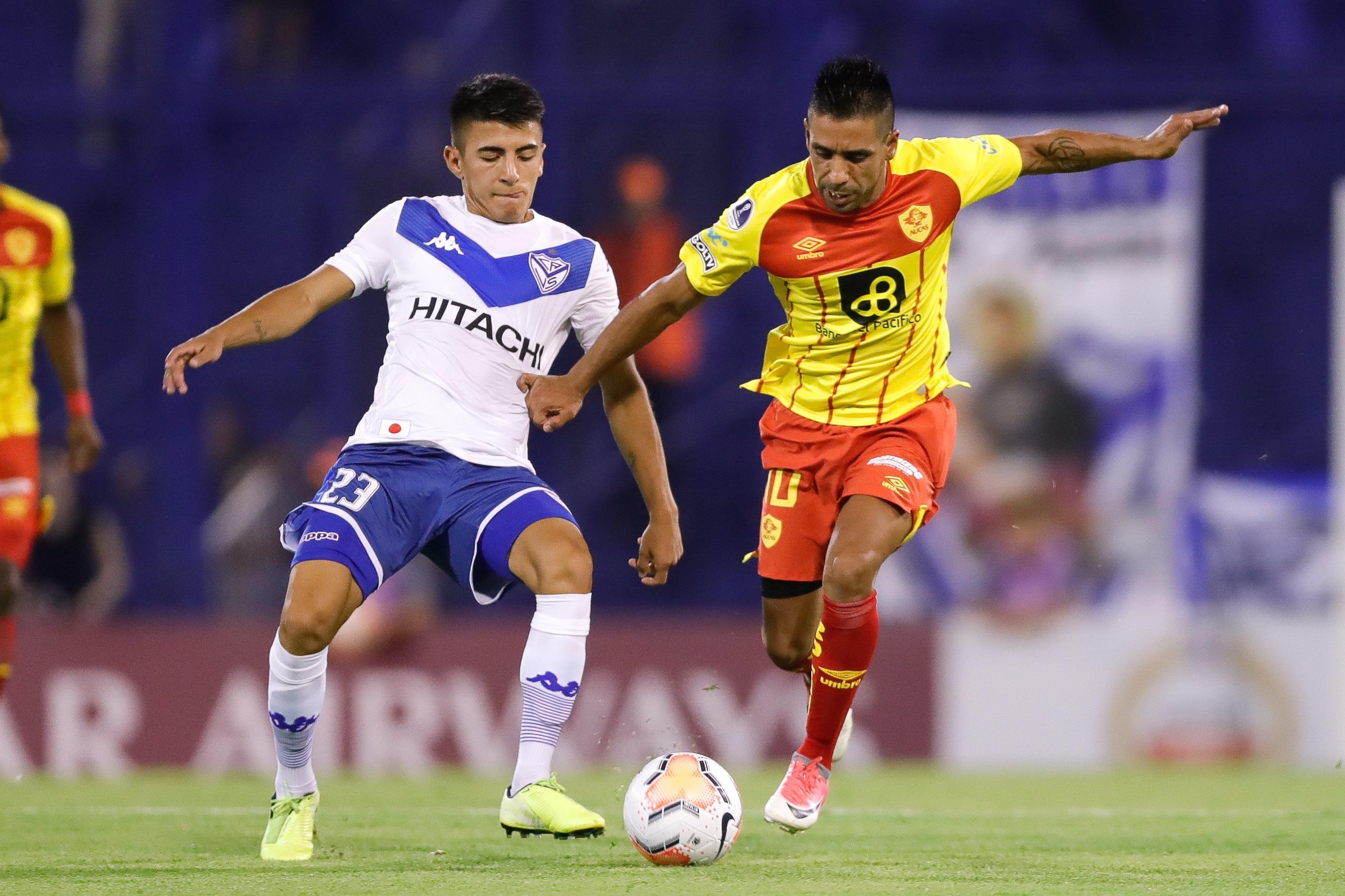 Vélez Sarsfield se adelanta en la serie de la Fase 1 de la Sudamericana; Aucas buscará revertir el resultado en casa.