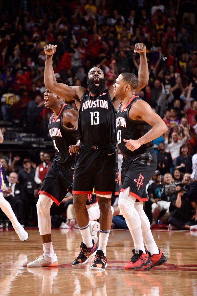 El escolta James Harden logró un triple-doble de 50 puntos, 10 rebotes y 11 asistencias que permitieron a los Rockets derrotar por 126-111 a los Lakers