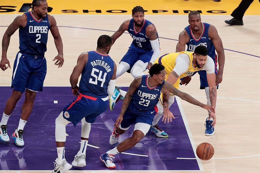 Con dos grandes juegos se inició este martes la temporada regular de la NBA